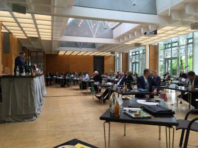 Sitzung des Ebersberger Kreistags im Sparkassengebäude